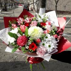 Сборный букет с хризантемами